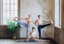 kobiety w stroju fitness