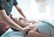kobieta na masażu ciała