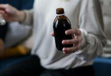 buteleczka syropu leczniczego